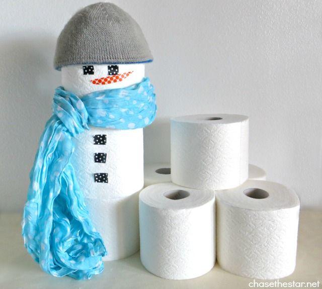 Sneeuwpop van wc rollen