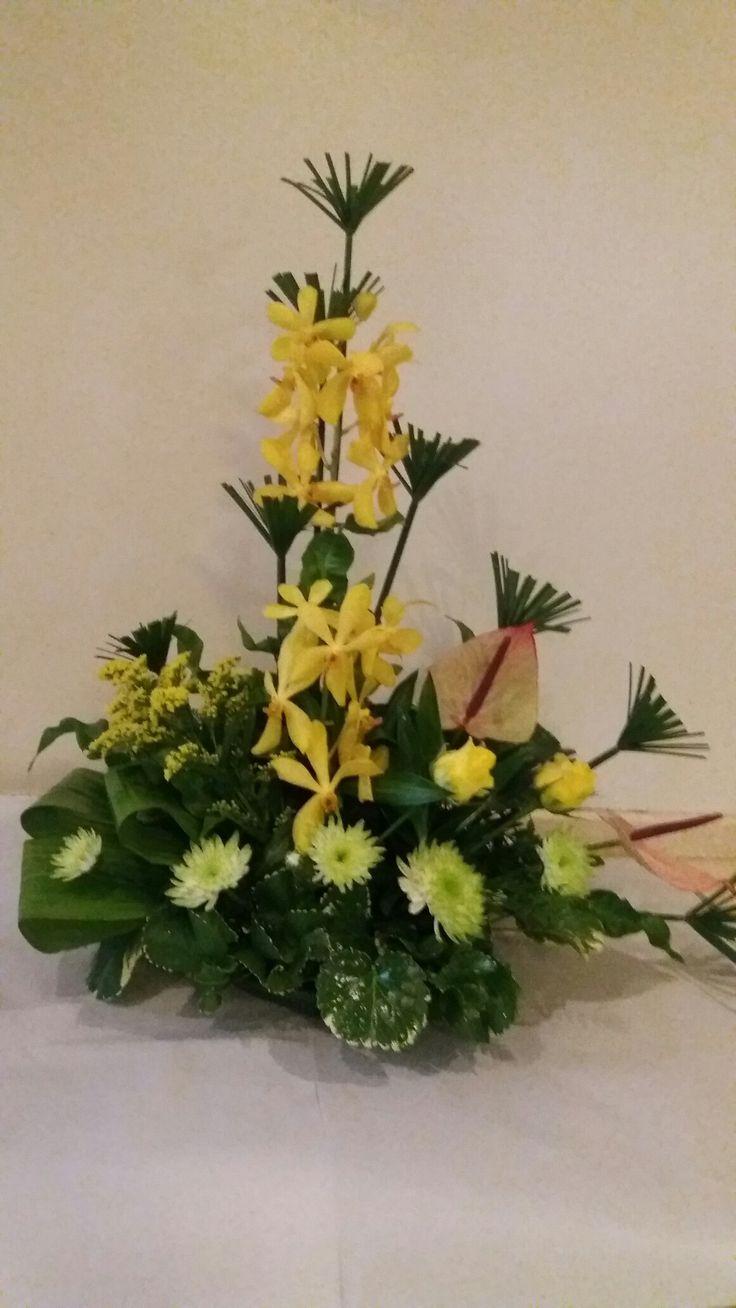 66 best centros para cementerio images on pinterest floral funeral flowers gerbera ikebana flower arrangements floral arrangements gardening centerpieces floral motif memorial park izmirmasajfo