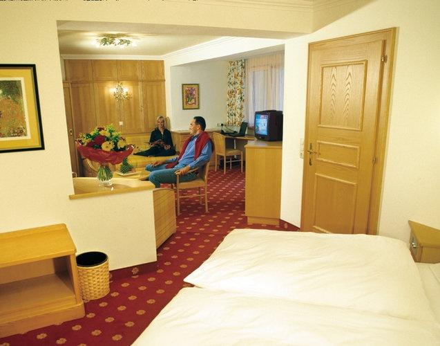 http://www.neuhaus.co.at/rooms-apartments-saalbach-austria.en.htm Living in the Hotel Neuhaus