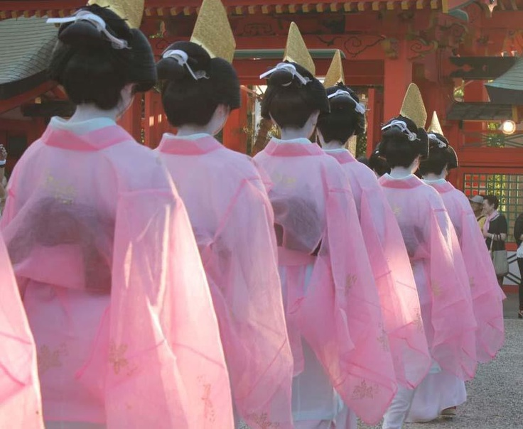 """In Sumiyoshi Taisha Shrine, """"Sumiyoshi festival"""" is carried out in summer and the ceremony of the great purification is held in hope of the happiness of people living in the whole Osaka. This ceremony is held by the participation of local people every year."""