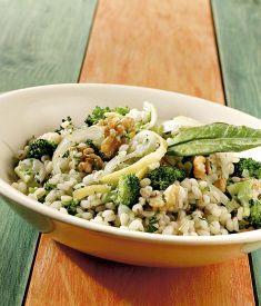 Orzo in padella con broccoletti - Prezzemolo, scorza di limone, noci, maggiorana secca