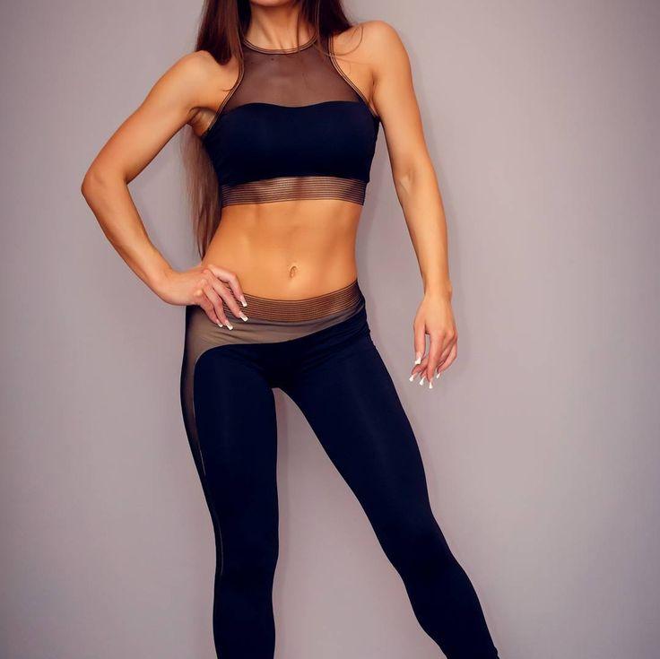 Leggings Qvons Body Effect  Спортивные лосины с эффектом голого тела. Модель доступна в двух вариантах: -с прозрачной черной сеткой для смелых и уверенных -с телесной полупрозрачной подкладкой под черной сеткой (рекомендуется одевать под телесные трусики) Цвет: черный  29.8$