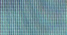 Luminophores d'un tube cathodique. Chaque point lumineux (encore appelé luminophore) d'un écran couleur est constitué de trois matières, autrefois trois disques disposés en triangle équilatéral, aujourd'hui trois rectangles juxtaposés horizontalement, la face du tube est donc recouverte de triples points minuscules (triplets). Chacune de ces matières produit une couleur si elle est soumise à un flux d'électrons, les couleurs sont le rouge, le vert et le bleu.