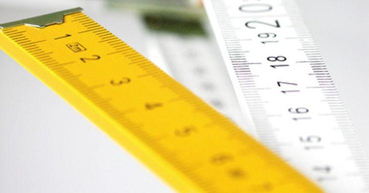 Cómo convertir de metro a kilómetro. El sistema métrico utiliza el metro como unidad básica de longitud, y como el sistema decimal se calcula en los múltiplos de 10. Los prefijos kilo son unidades de medida relacionadas a los metros. Un kilómetro indica 1000 metros. La conversión de metros a kilómetros se puede lograr de 3 maneras distintas.
