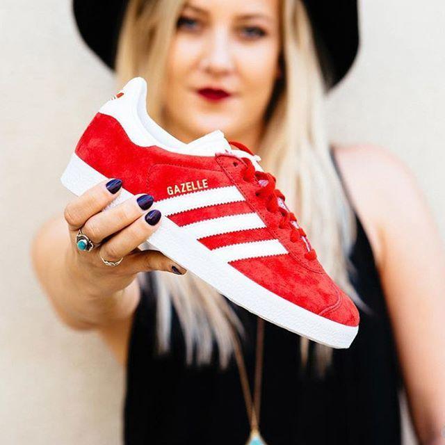 Je craque totalement pour les jolies @adidas Gazelle Scarlet😱- en soldes sur Pikandclik.com
