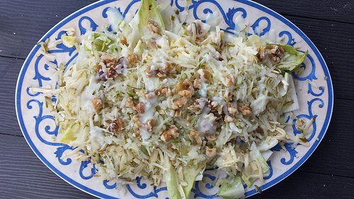 salade van witlof met peer, walnoten en blauwe kaas