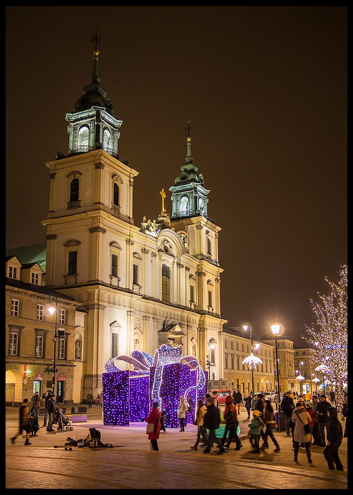 New Year 2014 at Krakowskie Przedmiescie. De Church of de Holy Cross is located opposite de main Warsaw University campus. It's one of de most notable Baroque churches in Warsaw, Mazowieckie_ East Poland