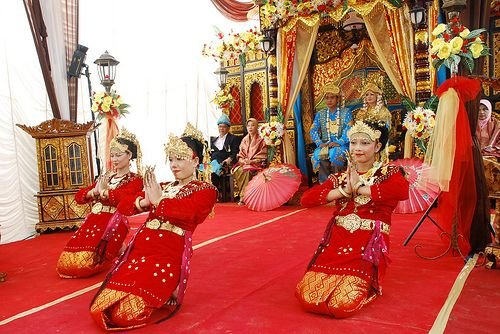 Tanggai Traditional Dance, Palembang, South Sumatra   Tanggai Dance or Tepak dance, is a traditional art dance originating from South Sumatra. The aim of this dance is to welcome the guest that coming in the traditional wedding of Palembang, South Sumatra