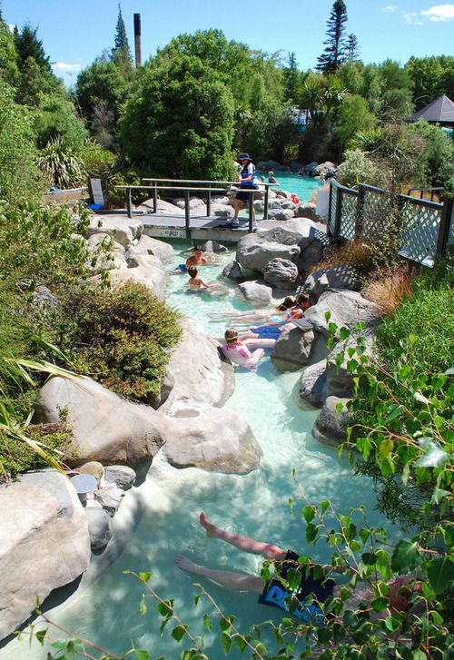 Enjoying the hot thermal pools at Hanmer Springs in New Zealand (by Hanmer Springs).