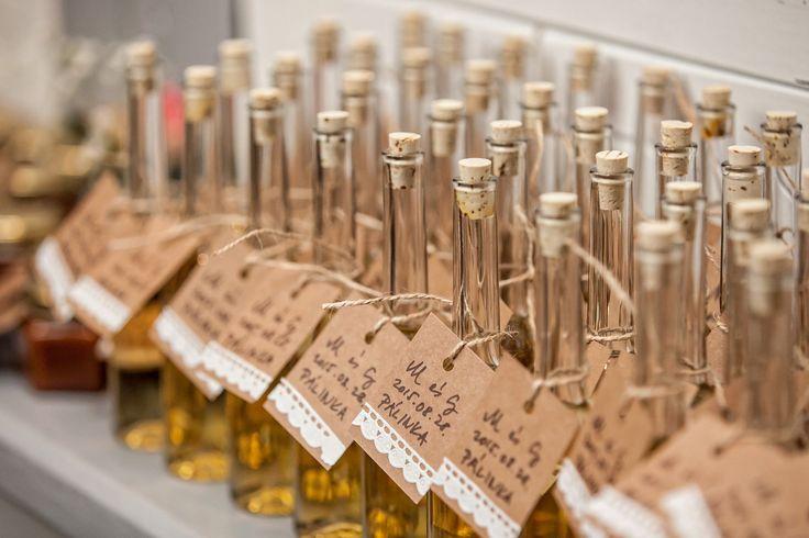 vintage wedding favour gifts vintage esküvő köszönőajándék pálinka www.thevintagemarket.eu