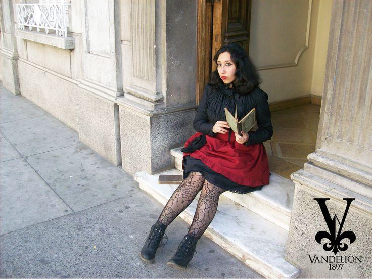 Skirt, blouse and headdress by Vandelion 1897 Model: V.K Muñoz (VladiNoctem)