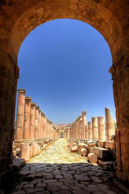 Cardo Maximus. Jerash, Jordan. Massive ancient Roman ruins of a city 800,000 sq meters.