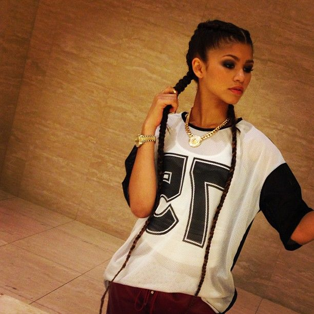 {fc: Zendaya Coleman}. Aspen) hello everyone. I'm Aspen. I'm 19 and single. If it's not obvious, I'm a villain... My whole family is good, but I guess it missed a kid. I like to be sneaky and secret about stuff, so I don't make friends easy. I have 3 siblings. Boys may have invented being evil, but girls perfected it.... I have a dark secret... So don't mess with me