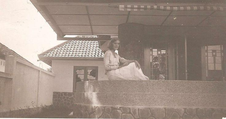 European lady in Bandoeng, circa 1930