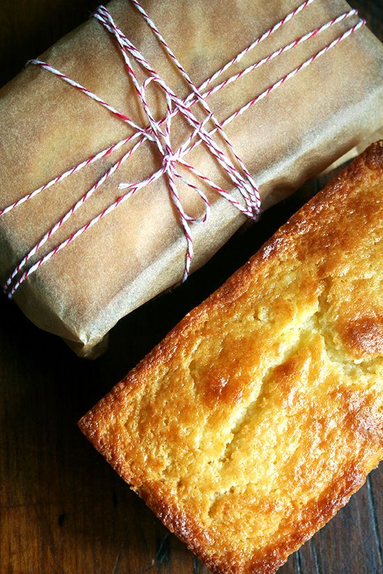 Flavored with orange zest and orange (or almond) liqueur, this incredibly tasty and moist — thanks to a generous amount of ricotta cheese — orange ricotta pound cake is the perfect treat, a particularly nice afternoon snack with a cup of tea, to have on hand this time of year. It would make a lovely gift as well.