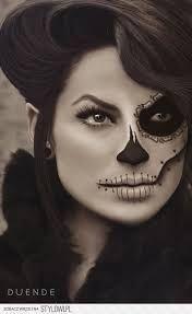 Znalezione obrazy dla zapytania makijaz gotycki