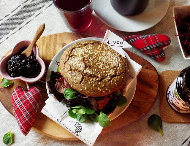 Quinoa Raz!: Walentynkowe śniadanie - buła z sercem, że łooo!