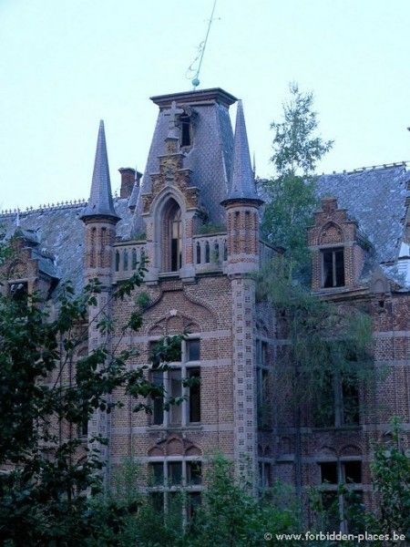 Castle of Mesen, Lede Belgium  The Castle of Mesen, dates back to the year 1628. For centuries, it has been a strategic castle, used as a fortress (which was destroyed in 1581 and rebuilt by the end of that century).  Subsequent owners have used the castle grounds as a distillery of gin, sugar and potash refinery, convent and boarding school.  The chapel and school buildings date from the beginning of the 20th century. You can still see traces of the castles past…dormitories, bath rooms…