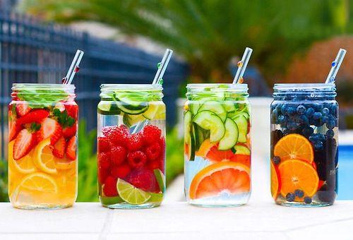 Vann med frukt/bær