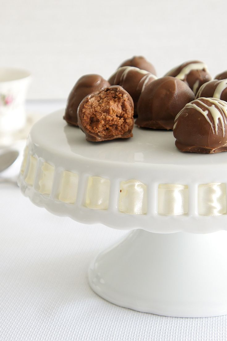 These Tim Tam Cheesecake Balls by loving5 make the perfect after-dinner treats, office surprises and Christmas gifts.