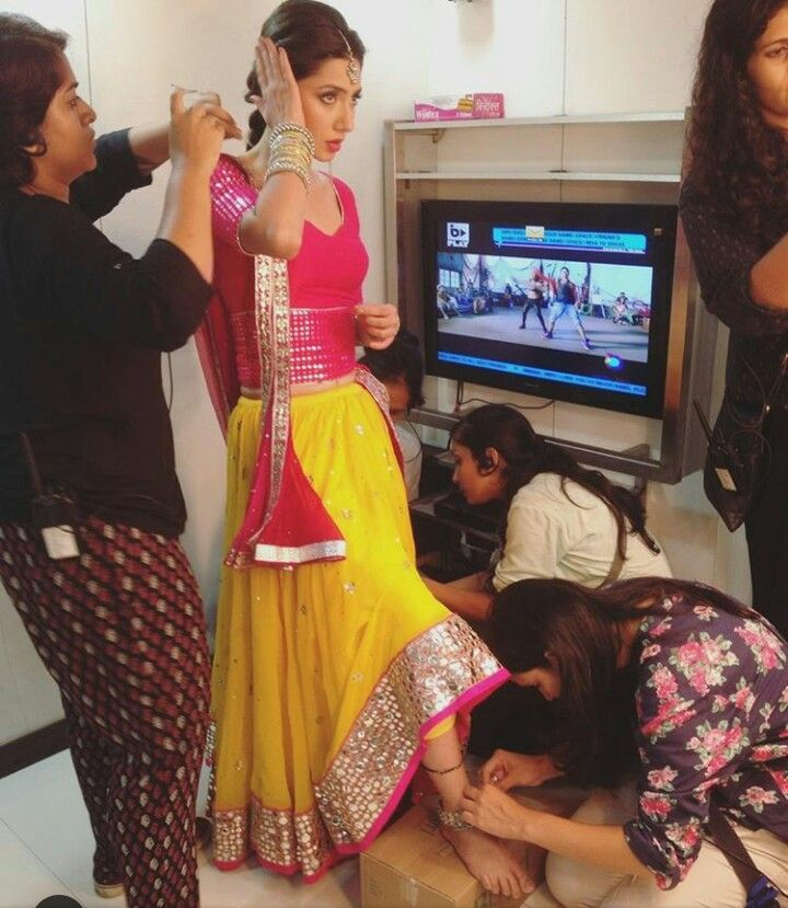Indian Wedding, Bride gets ready, via @topupyourtrip