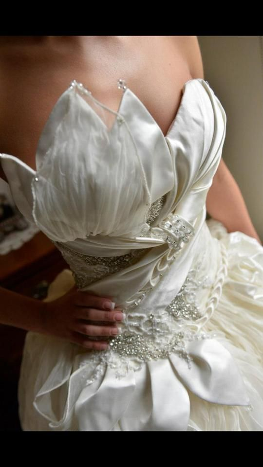 We just love the detailing on this Aldo Terlato Couture gown! Thanks to our beautiful bride Tina for sharing this pic with us...