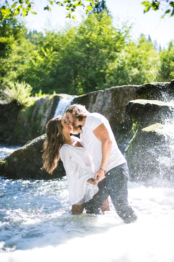 Southern Oregon Photographer, Engagement photography, couple photography, outdoor portrait, fine art, waterfall engagement session, vintage, romantic www.photographybyvivid.com
