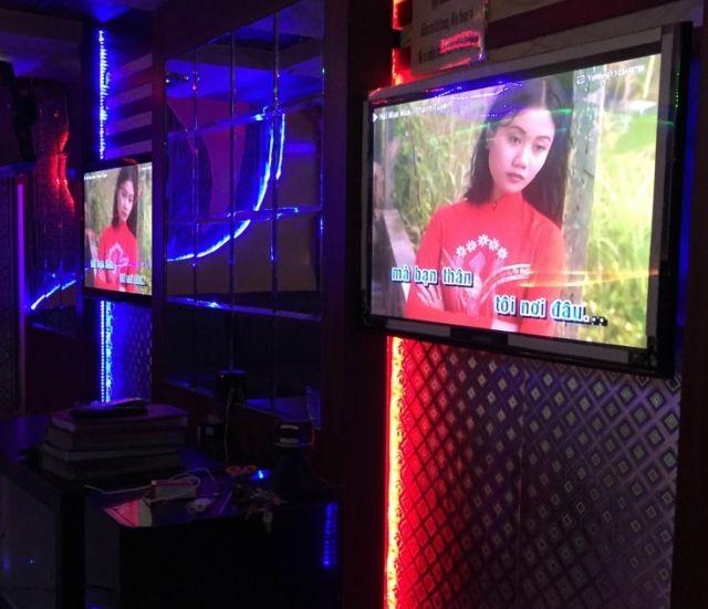 Đôi khi bạn sẽ có những lựa chọn vội vàng cho một thiết  bị đầu phát vì không có thời gian để tìm hiểu sâu về sản phẩm đó. Hay bạn chỉ nghe qua lời khuyên của bạn bè là nên mua dau Arirang 3600  vì đây là sản phẩm tốt. Chính vì thế mà những tính năng thật sự hữu ích của sản phẩm không được bạn khai thác hết.   Thì nay, nhờ bài viết này bạn sẽ biết được dau karaoke Arirang 3600 có những ưu điểm nổi bật nào.   Thứ nhất, tính năng chính của thiết bị này là karaoke thì đương nhiên ưu điểm của…