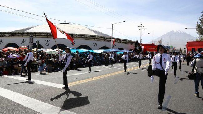 Colegio San Jerónimo gana desfile escolar en Cercado - Diario Sin Fronteras
