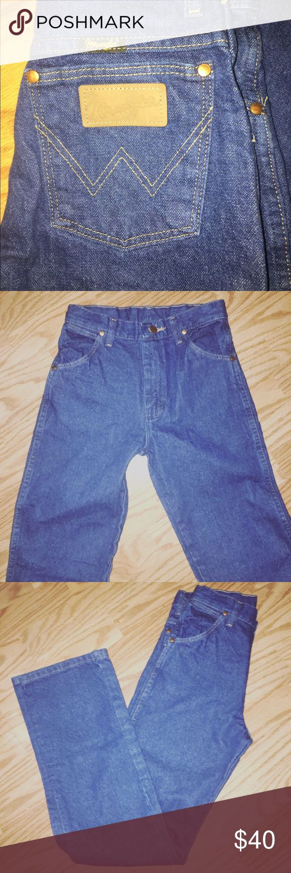 Wranglers high rise & slim jeans Original wranglers. Stretch to these pants size 2/4 Wrangler Jeans Skinny
