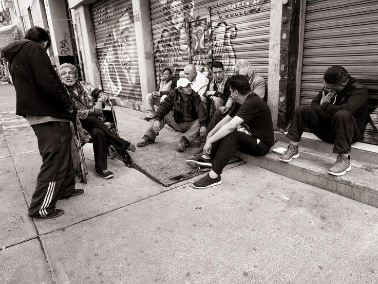 La vie dure à MexicoBeaucoup de la vie de Mexico se passe dans la rue.