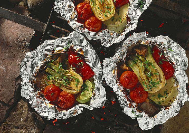 Würziges Gemüse vom Grill - perfekt auch als Mitbringsel für die nächste Grill-Party   http://eatsmarter.de/rezepte/wuerziges-gemuese