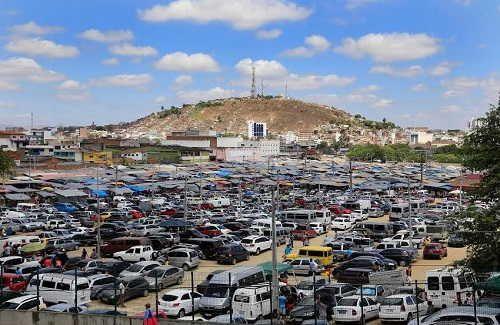 Feira da Sulanca desta segunda-feira (07) supera expectativas em Caruaru http://www.jornaldecaruaru.com.br/2015/12/feira-da-sulanca-desta-segunda-feira-07-supera-expectativas-em-caruaru/