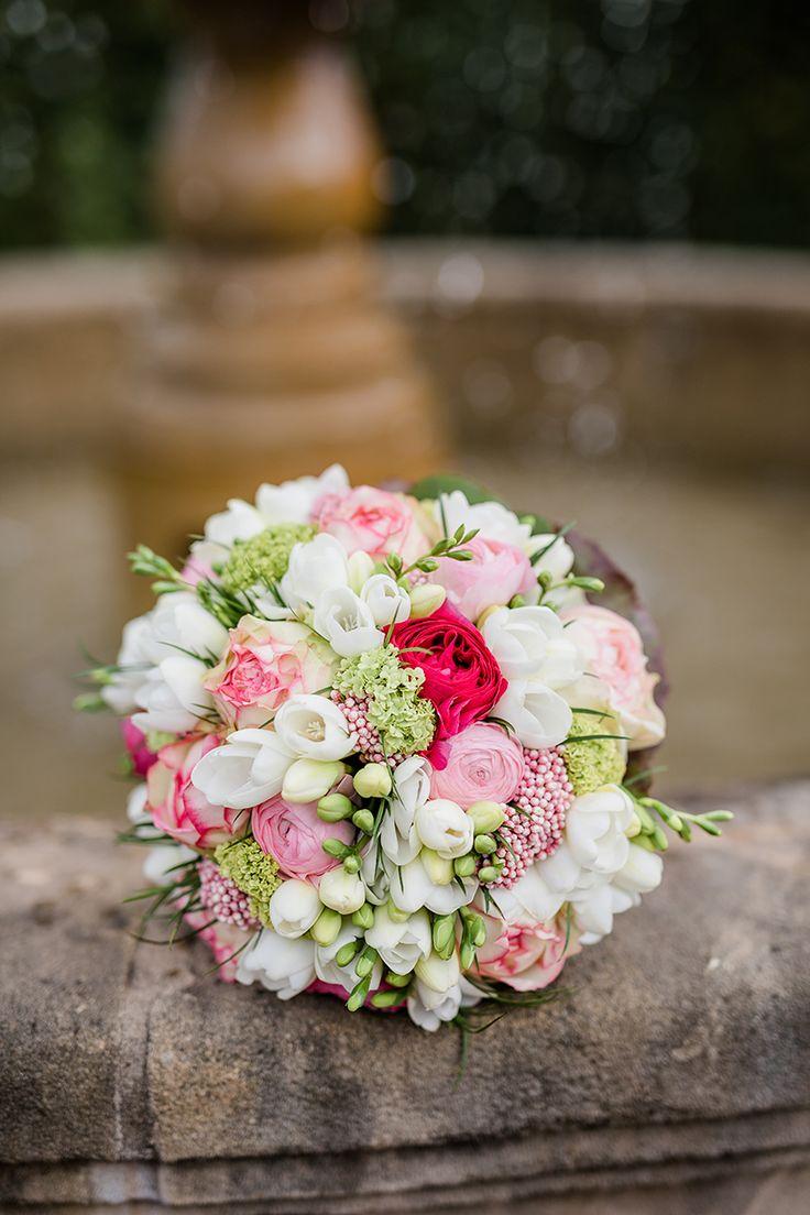 Brautstrauß zur Vintage-Scheunenhochzeit auf Gut Kump in Hamm #bridalbouquet #spring #frühling #rose #pink #fresien #gutkump #hamm #vintage #vintagewedding