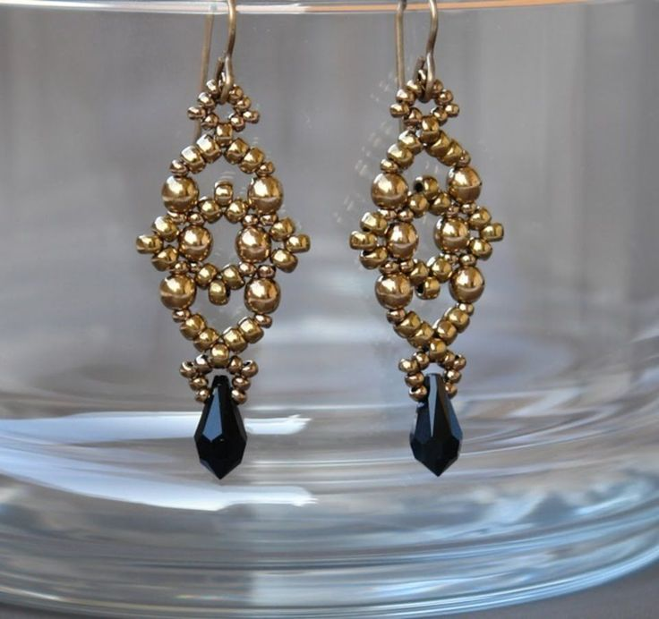 Video: Sidonia's handmade jewelry - Losange earrings  ~ Seed Bead Tutorials