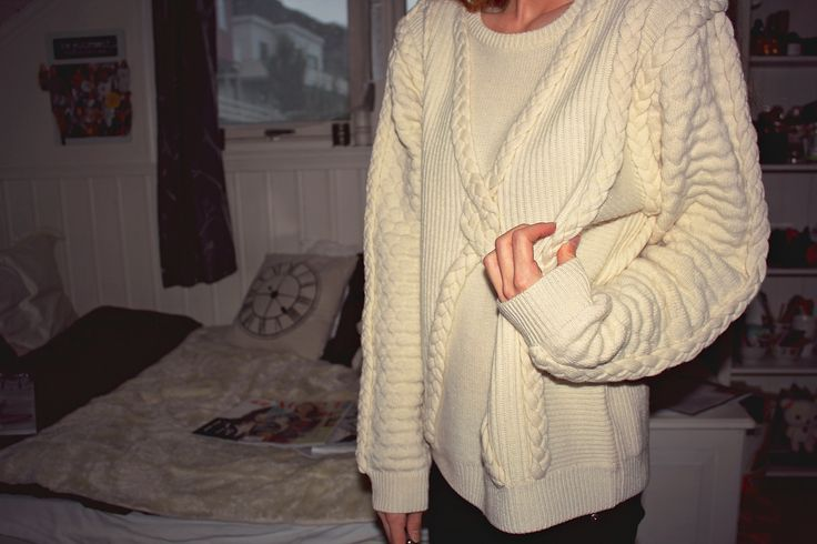 Stine Goya cable knit sweater for winter. Fashion - inspo - outfit