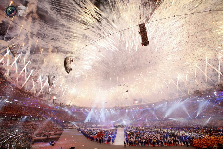 Fireworks explode over the Olympic Stadium during the closing ceremony of the London 2012 Olympic Games. PASCAL LAUENER/REUTERS: Olympics Stadiums, London 2012, 2012 Olympics, 2012 Games, Olympics 2012, London Olympics, Close Ceremony, Fireworks Exploding, Olympics Close