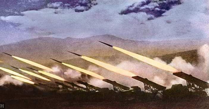 いいね!941件、コメント7件 ― Historians Unionさん(@war_colourised)のInstagramアカウント: 「A battery of Katyusha rocket launchers fires at German forces during operation Bagration,June-…」