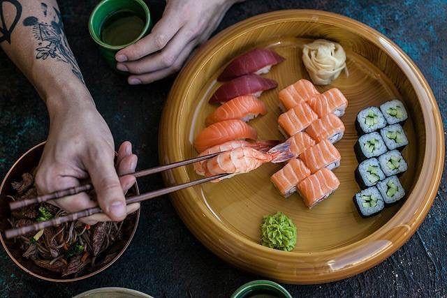 Суши, роллы, сашими и другие блюда японской кухни со скидкой 30% - с…