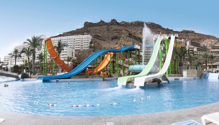 Het 3-sterren hotel Paradise Lago Taurito in onderdeel van Taurito Resort met vele facliteiten waaronder een waterpark, sportfaciliteiten en vele kinderfaciliteiten. Het hotel ligt op 100 m van het strand, aan de baai van Taurito. Het beschikt onder andere over een zwembad, jacuzzi, tennis, minigolf en een activiteitenprogramma.  Direct naast het hotel ligt waterpark Taurito Oasis waar u onbeperkt gratis toegang tot heeft, dus ideaal voor families. Officiële categorie ***