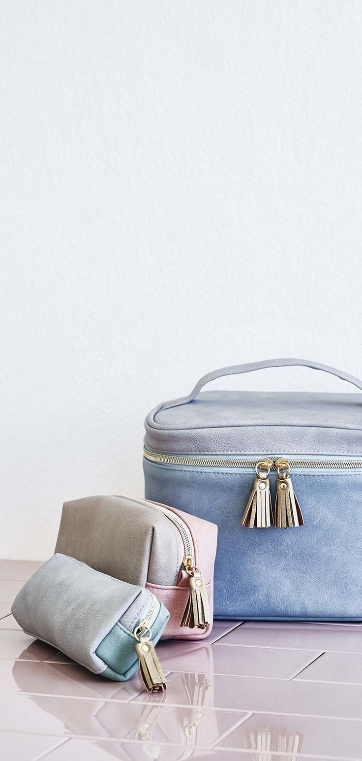Be get-away ready with the Nellie Travel Vanity Case.