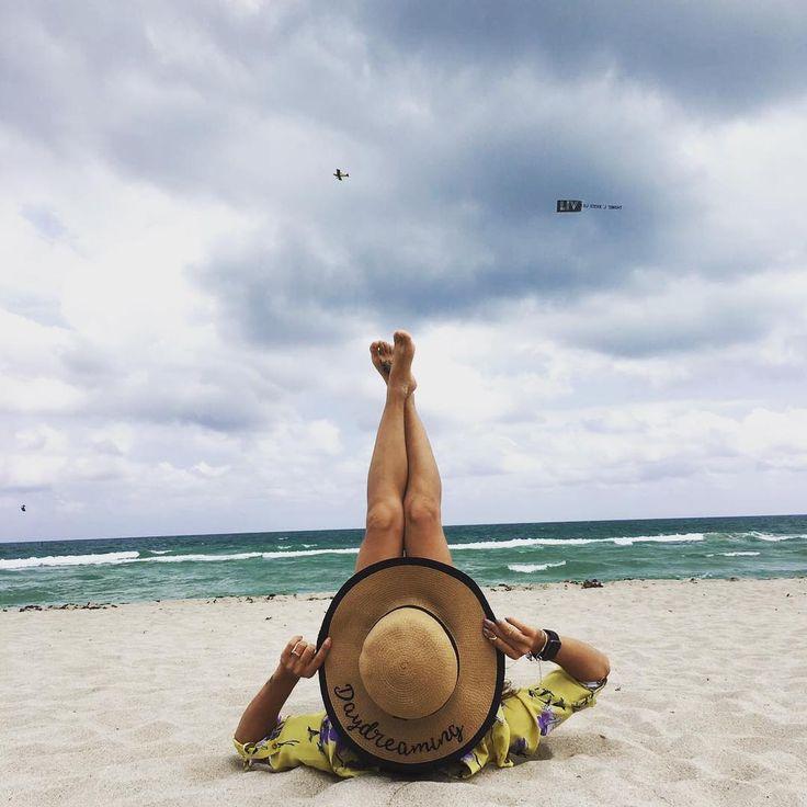 Foto tumblr, foto criativa, inspiração para garota tumblr, foto sozinha Sabrina Sant …   – Inspiração praia
