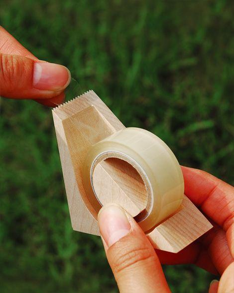 木で切るテープカッター