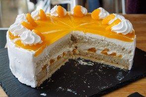 Sommerlich: Vegane Käsesahne-Torte mit Mandarinen • Herr Johann