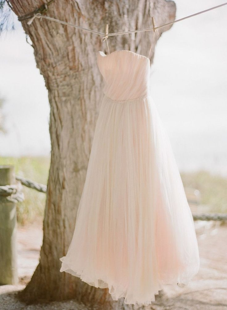 Amazing 40+ Beautiful Shabby Chic Wedding Dresses https://weddmagz.com/40-beautiful-shabby-chic-wedding-dresses/