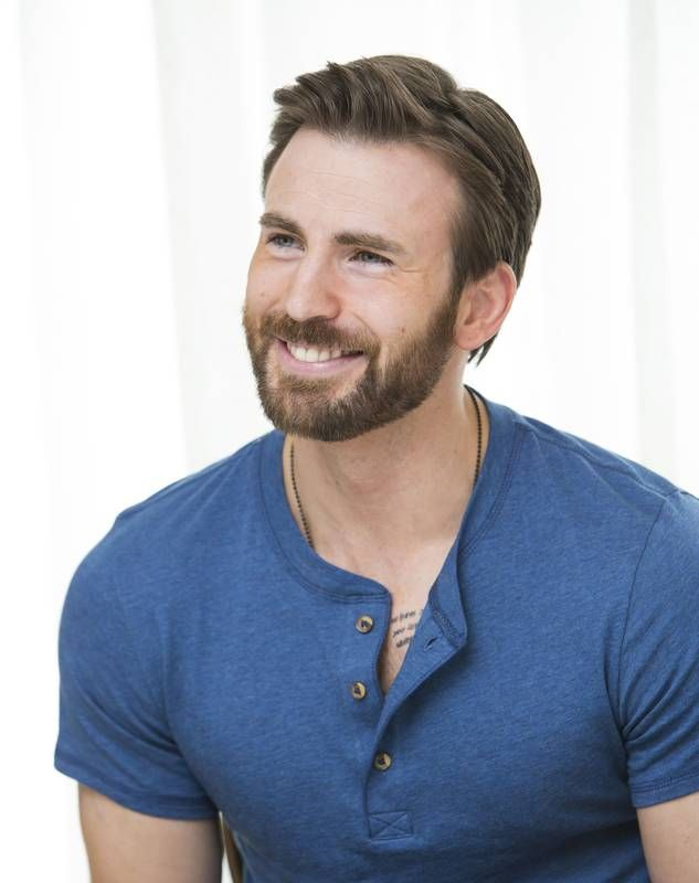 Chris Evans, oh my, the facial hair! ::heavy breathing::