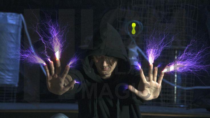 lighting man http://www.highvoltagemagic.cz/milion-volt-man/#!