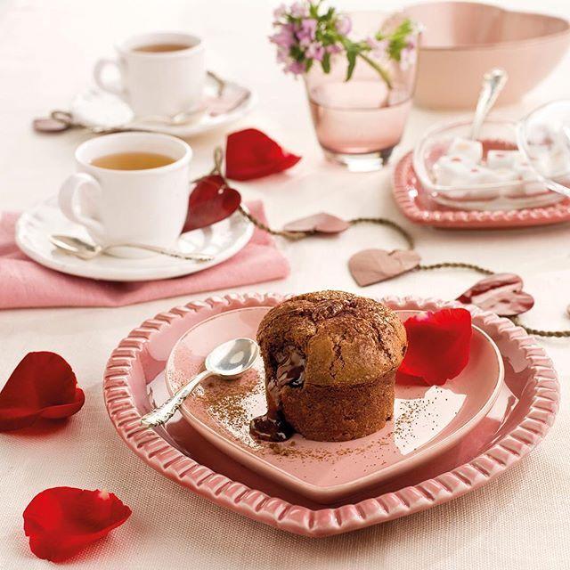 ¿Y si este año te marcas un puntazo y preparas la cena de San Valentín? Eh, no vale pedir comida a domicilio. El cocinero eres tú. Te ayudamos con el menú y con la puesta escena. El resto es cosa tuya... Todas las recetas paso a paso en la web (link en bio)  #elmueble #decoracion #decoration #sanvalentin #sanvalentinelmueble #recetas #love #menu #cenaromantica #coulant #chocolate #yummi