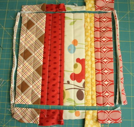 Diary of a Quilter - a quilt blog: Holiday Sew Along: Pot Holder Tutorial