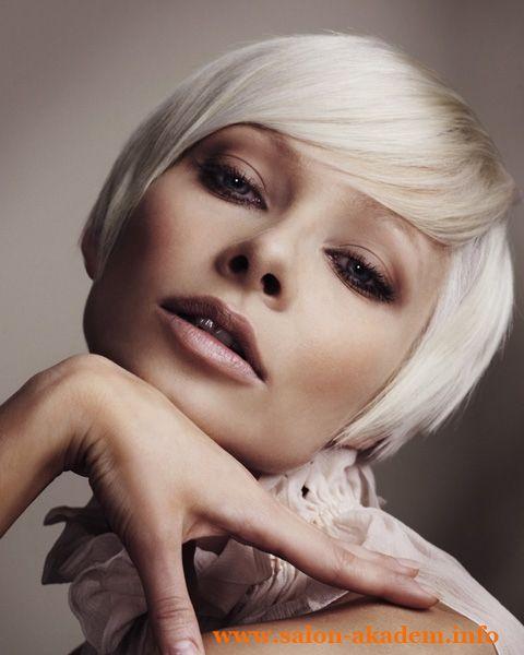 "Стрижка боб на короткие волосы с челкой #Фото  Вернуться в раздел ""Короткий боб""    http://www.salon-akadem.info/strizhka-bob-na-korotkie-volosy-s-chelkoj.php"